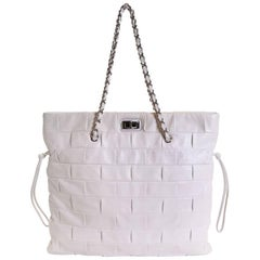 CHANEL Tote Bag in White Leather with 2.55 Clasp