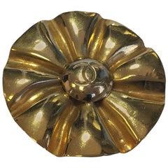 CHANEL Vintage Brooch in Golden Brass Metal