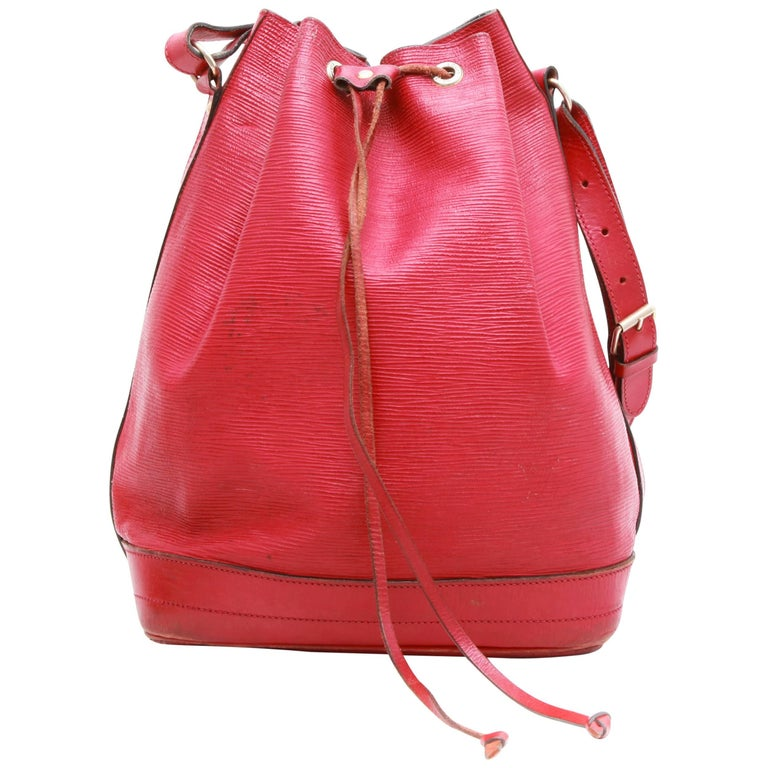 a1832d803e34 LOUIS VUITTON Vintage  Noé  Bag in red Epi Leather at 1stdibs