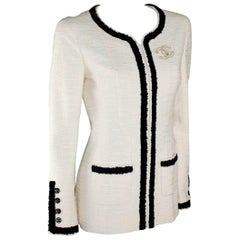 Stunning Chanel Signature Monochrome Tweed Boucle Jacket CC Logo Buttons
