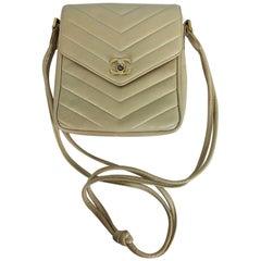 Chanel beige chevron leather cross body camera handbag 1980s