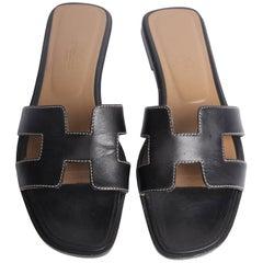 Hermes Flat Sandals - black