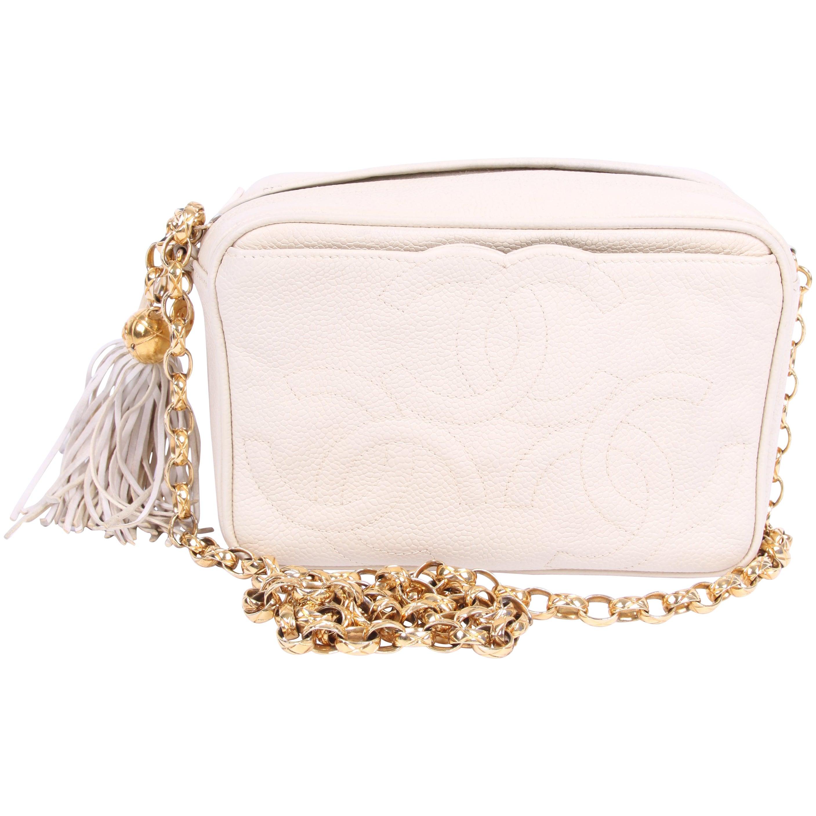5e693366c67c 1995/1996 Vintage Chanel Camera Bag - ivory leather For Sale at 1stdibs