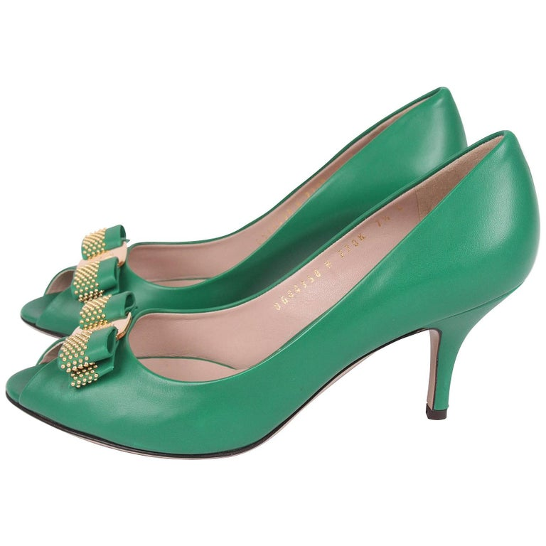 Salvatore Ferragamo green leather Peep Toe Pumps
