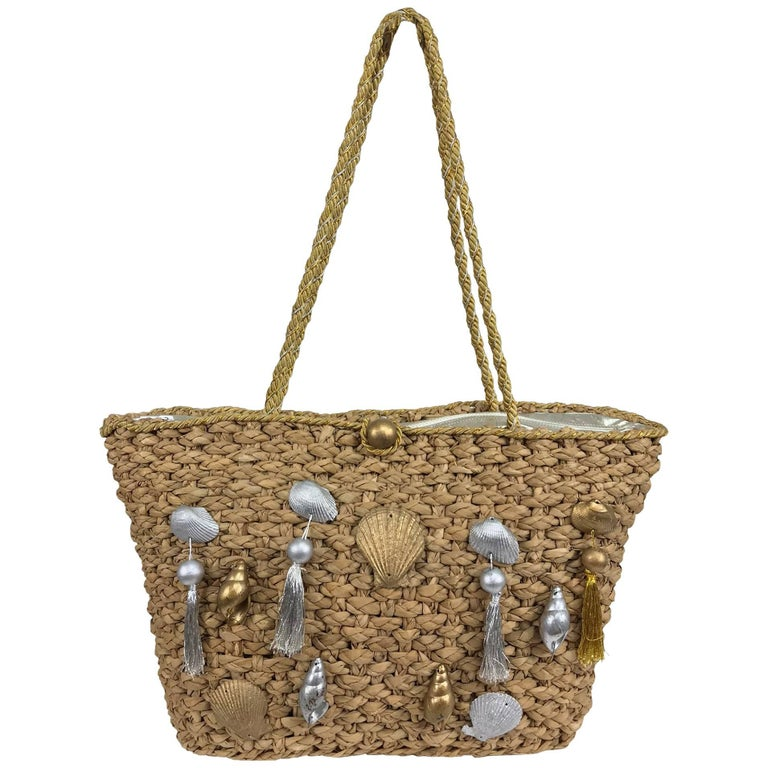 Straw tote bag with real sea shells and tassels large size 1980s For Sale