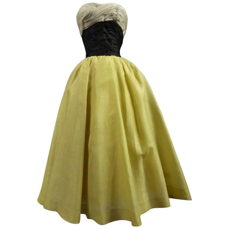 Organza Haute Couture evening dress France, Circa 1955 For Sale