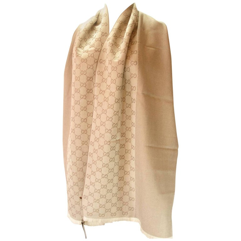 3e1e96035d21 Gucci Echarpe Jacquard 100% Wool GG Beige with Fringes   Absoluty Brand New  For Sale