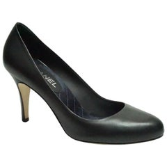 Chanel Black Leather Pump w/ CC Logo on Heel - 40