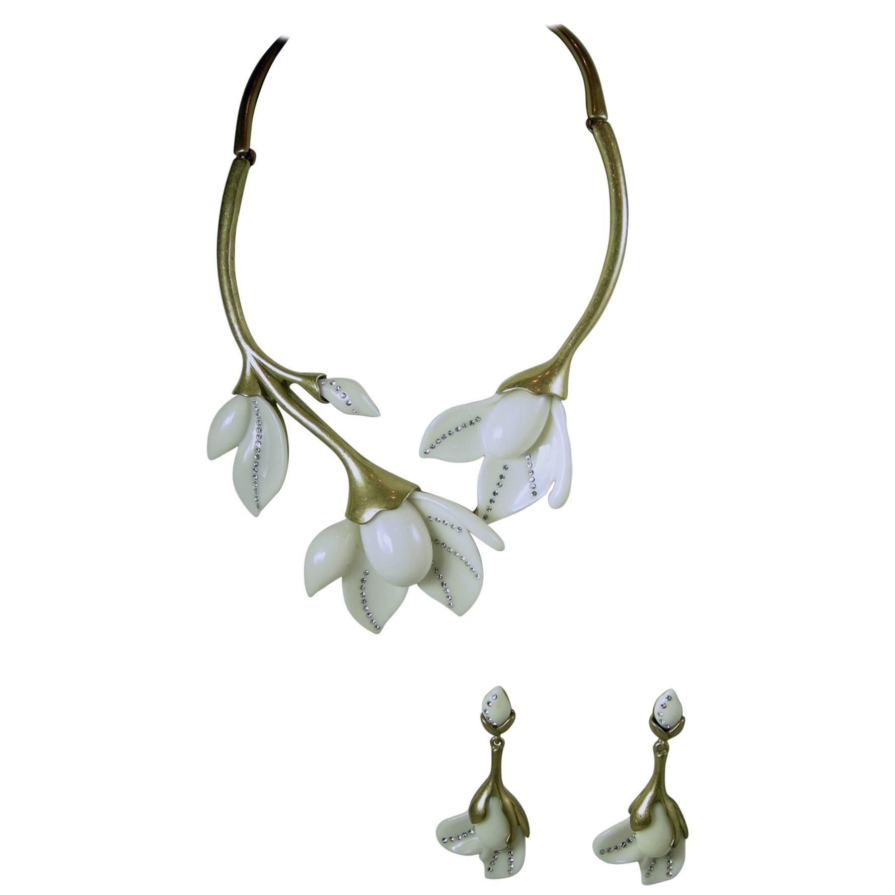 Oscar De La Renta  White Flower Necklace signed