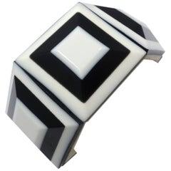 Vintage 1970s Black & White Modernist Lucite Stretch Bracelet