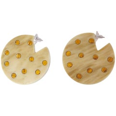 Vanda Jacintho Circular Beige and Brass Pierced Earrings