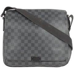 LOUIS VUITTON Damier Graphite DISTRICT MM Messenger Bag