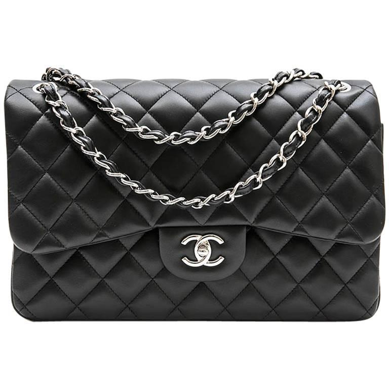 CHANEL 'Jumbo' Double flap Bag in Black Smooth Lamb Leather