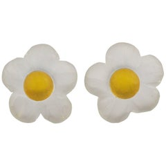 Harriet Bauknight for Kaso Oversized Carved Lucite Daisy Flower Clip Earrings