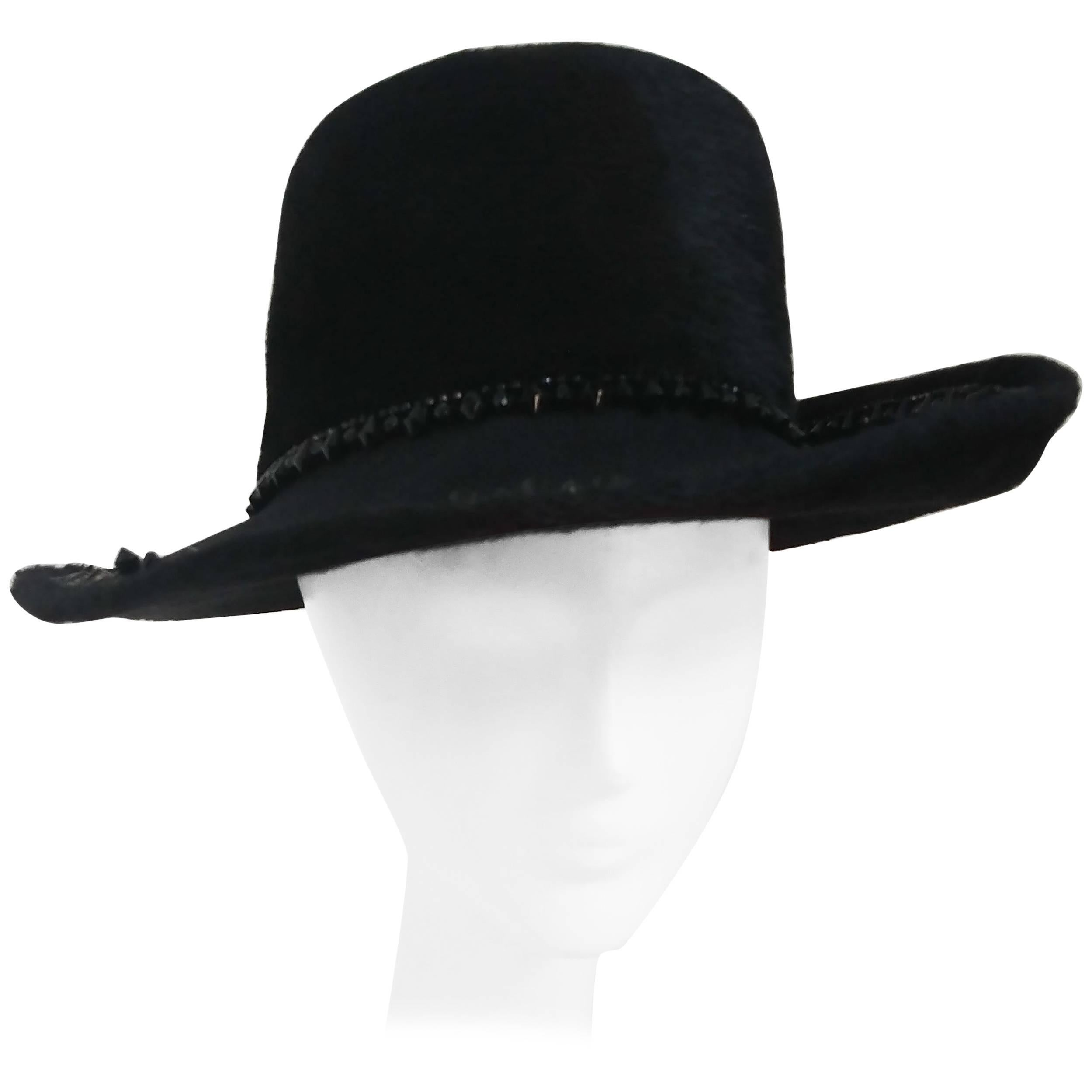 8561b39e22d Fur Hats - 140 For Sale on 1stdibs