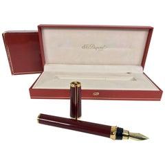 S.T. Dupont Laque De Chine GM Bordeau and gold fountain pen