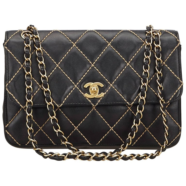 b43169ae0b78 Chanel Black Surpique Lambskin Leather Flap Bag at 1stdibs
