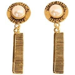 Moschino Bijoux gilt earrings with comb motif, 1990s