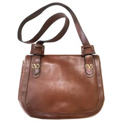 Vintage Valentino Garavani brown nappa leather shoulder bag with V logo motifs.