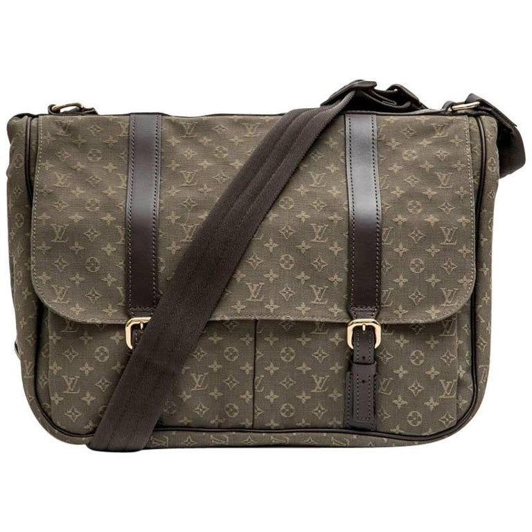 LOUIS VUITTON Bag in Khaki Green Monogram Canvas and Leather