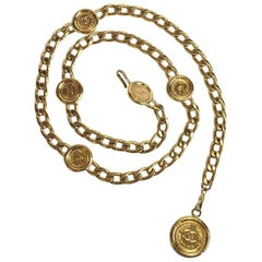 CHANEL Vintage Belt in Gilded Metal Chain and Gold Medals