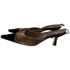 A pair of Vintage Chanel olive green and black Velvet Kitten Heels in size 39, 6