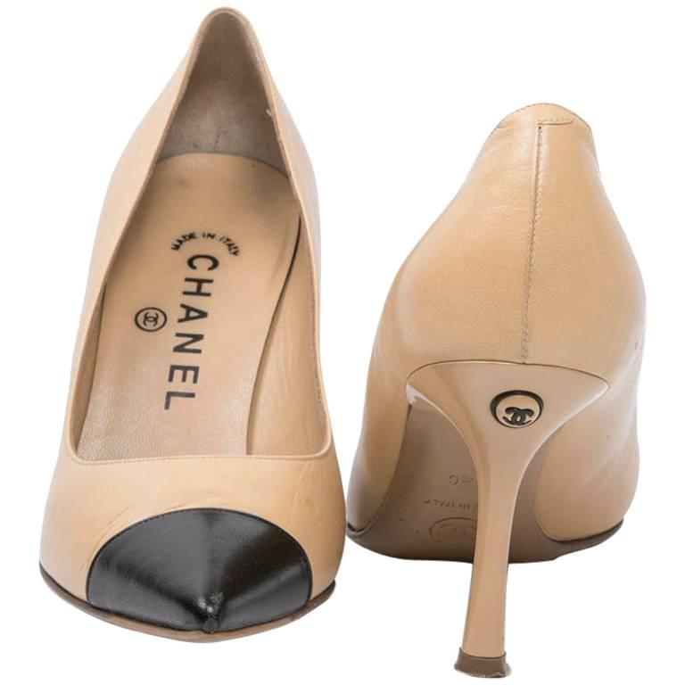 35dd0f792dd CHANEL High Heels in Beige and Black Smooth Lamb Leather Size 35.5FR For  Sale