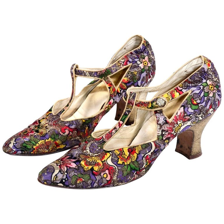 25bca768e9be O Connor   Goldberg Edwardian or 1920s Floral Metallic Gold Brocade Shoes  For Sale