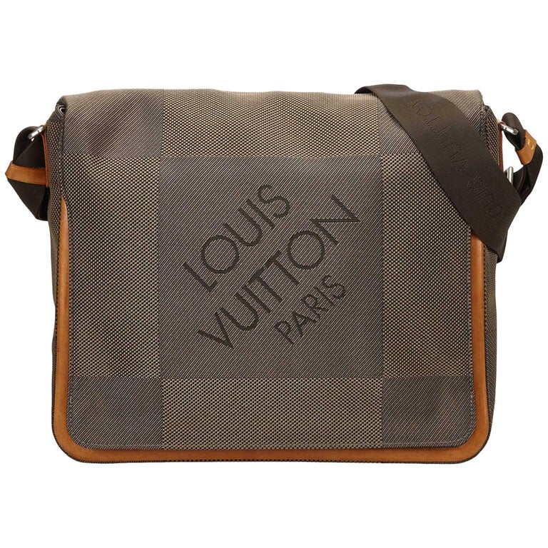 01d1680b5299b Louis Vuitton Brown Terre Damier Geant Canvas Messenger Bag At 1stdibs