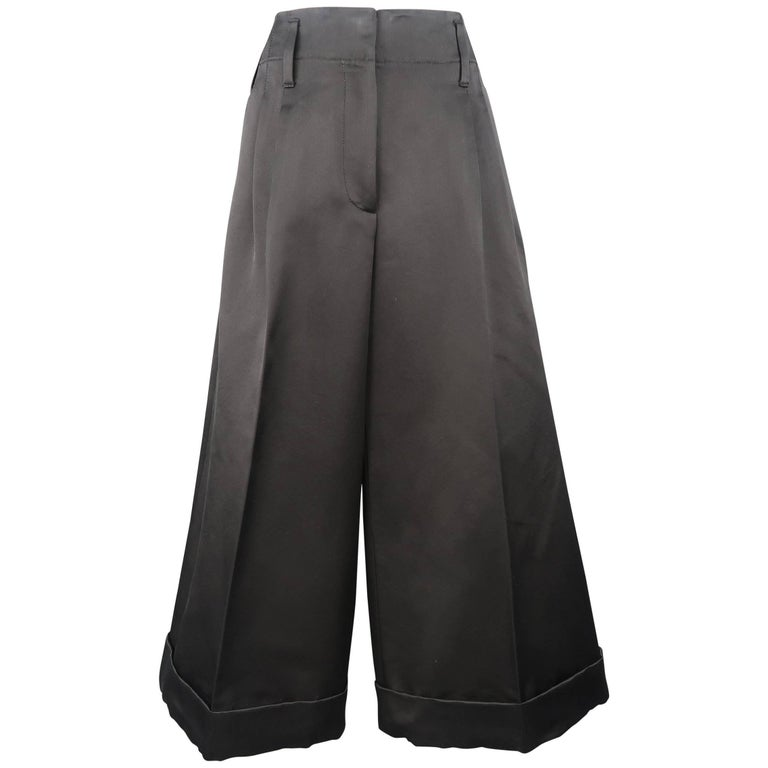 MARC JACOBS Size 6 Black Silk Wide Leg Pleated Culottes Pants For Sale