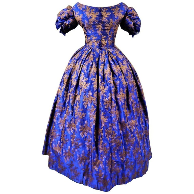 Deep blue brocaded silk crinoline ball-gown – Circa 1850