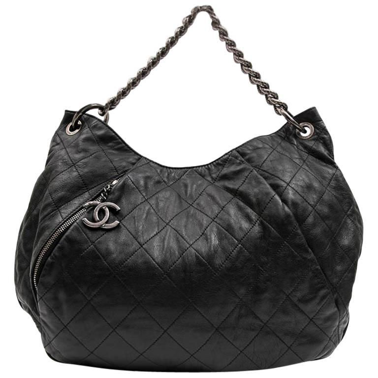 058e6d3259ed CHANEL Messenger Bag in Aged Soft Gray Quilted Lambskin Leather For Sale at  1stdibs
