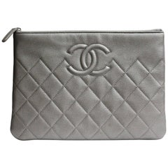 Chanel Silver Grained Pochette collection 2017