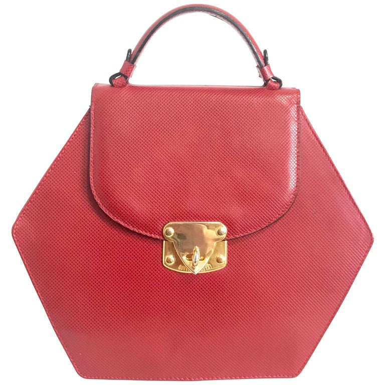 Vintage Bottega Veneta grained red leather hexagon shape handbag with gold motif For Sale