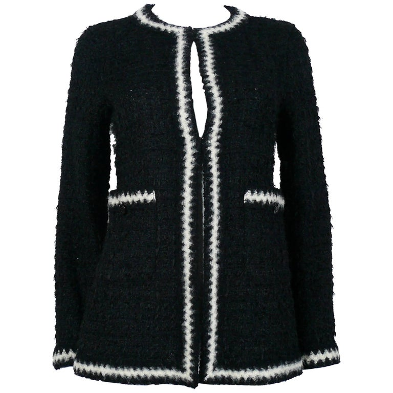 Chanel Vintage Fall 1998 Iconic Black & White Trim Boucle Cardigan Jacket For Sale