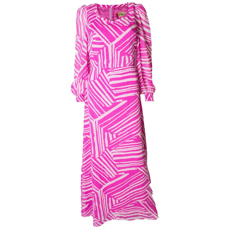A Vintage 1970s abstract printed Pink and White evening Gown 093226bcb