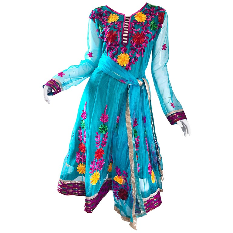 Gorgeous 1970s Turquoise Blue Embroidered Vintage Indian Kurta 70s Dress + Sash For Sale