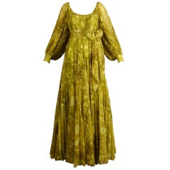 1970s Anne Fogarty Vintage Chartreuse Paisley Print Infinity Pleated Maxi Dress