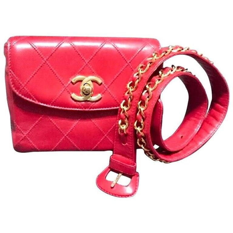 Vintage CHANEL red calf leather waist bag, fanny pack with CC motif. Belt bag.
