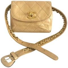 Chanel Vintage beige calfskin waist purse / fanny pack / hip bag with golden CC