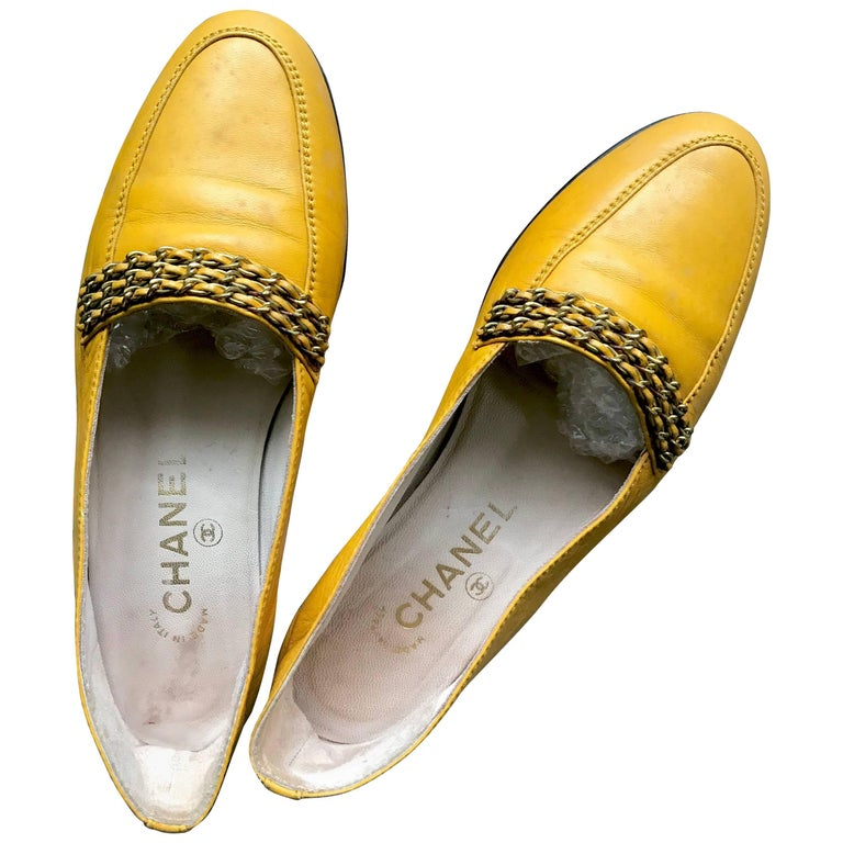 Chanel Vintage soft yellow calfskin flat pump shoes with triple golden chains