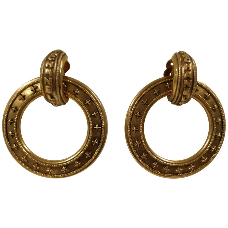 Chanel gold tone clip-on earrings For Sale