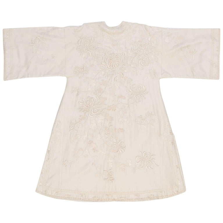 Antique Chinese Qing Dynasty Cream White Embroidered Silk Coat