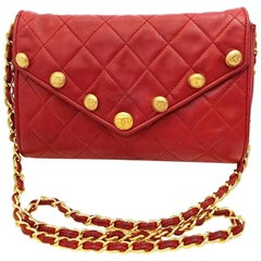 Chanel Vintage red lamb shoulder bag with golden CC button motifs at flap