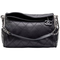 CHANEL Bag in Black Quilted Lambskin