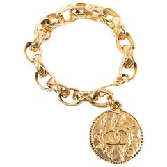 CHANEL Vintage Chain Bracelet and Medal in Gilt Metal