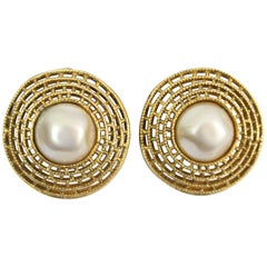 Chanel Vintage  Earrings in Gold-Plated Metal and Fake Pearls