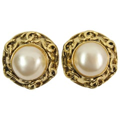 Chanel Logo Vintage  Earrings in Gold-Plated Metal and Fake Pearls