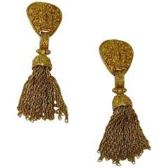 CHANEL Vintage Dangling Clip-on Earrings in Gilt Metal