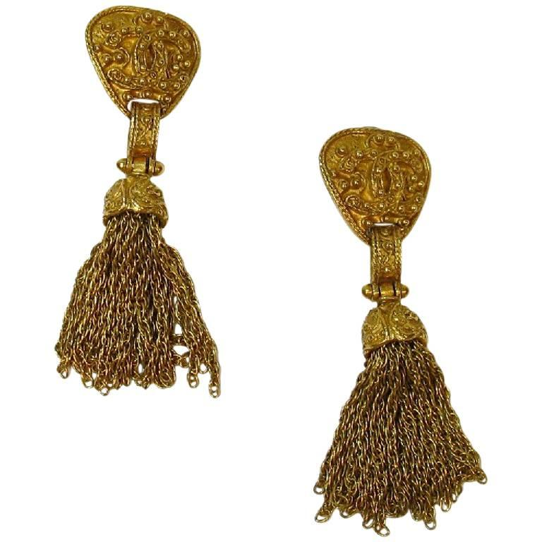 CHANEL Vintage Dangling Clip-on Earrings in Gilt Metal For Sale